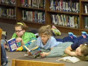 2016 1 28 4th grade reading in the library 020