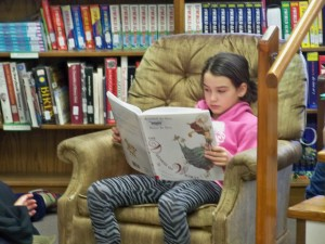 2016 1 28 4th grade reading in the library 021