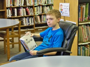 2016 1 28 4th grade reading in the library 025