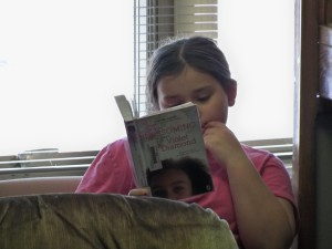 2016 1 28 4th grade reading in the library 026